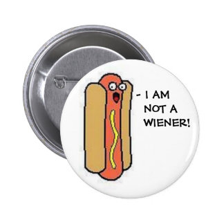 I AM  NOT A  WIENER! 6 CM ROUND BADGE