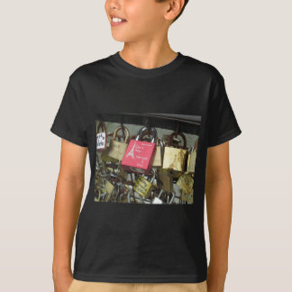 Lovers Bridge - Paris Love Locks, France - Zoom in T-shirt