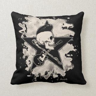 Skirt n roll Skull - bleached Throw Cushions