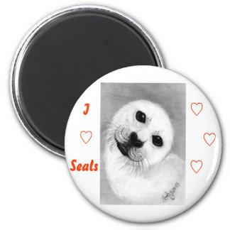 Unconditional Love Harp Seal 6 Cm Round Magnet