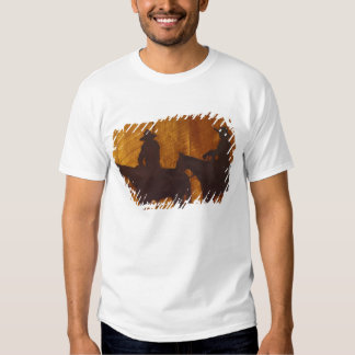 USA, Montana, Boulder River Cowboys on horses T-shirt