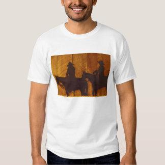 USA, Montana, Boulder River Cowboys on horses T-shirts
