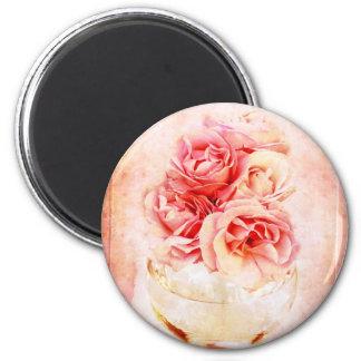 Vintage roses in the vase 6 cm round magnet
